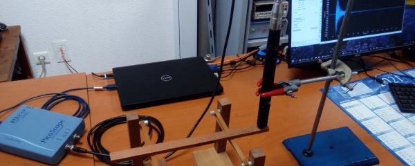 Dispositif de contrôle non destructif de la qualité mécanique des bois par méthode vibratoire