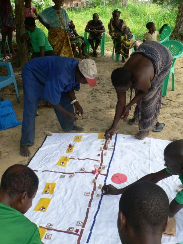 Participatory mapping of a village hunting zone in Gabon © CIRAD
