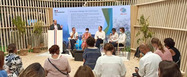 Lors du congrès de l'UICN, à Marseille, les scientifiques ont partagé leurs messages avec les politiques et les représentants des membres de l'Union.© D. Bazile, Cirad