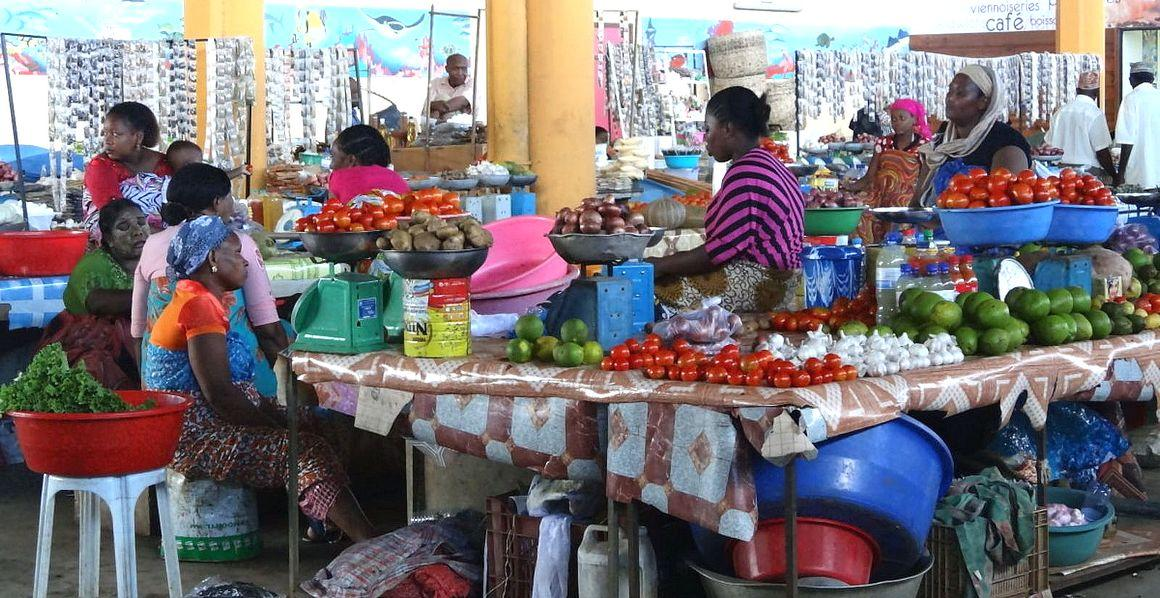 Mamoudzou market, Mayotte © L. Balbérini, CIRAD