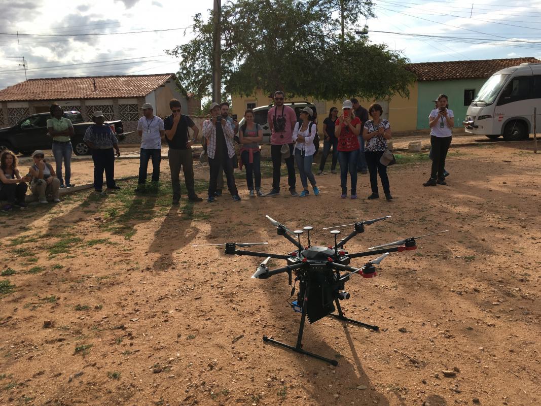 Un des premiers prototypes de drones testé au Brésil en mars 2018, en partenariat avec Moscamed, l'AIEA et WeRobotics © J. Bouyer, Cirad