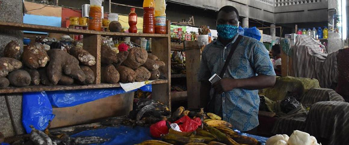 Sur le marché de l'Allocodrome de Cocody (Abidjan),le 12 avril 2020.© A. Carimentrand, Cirad