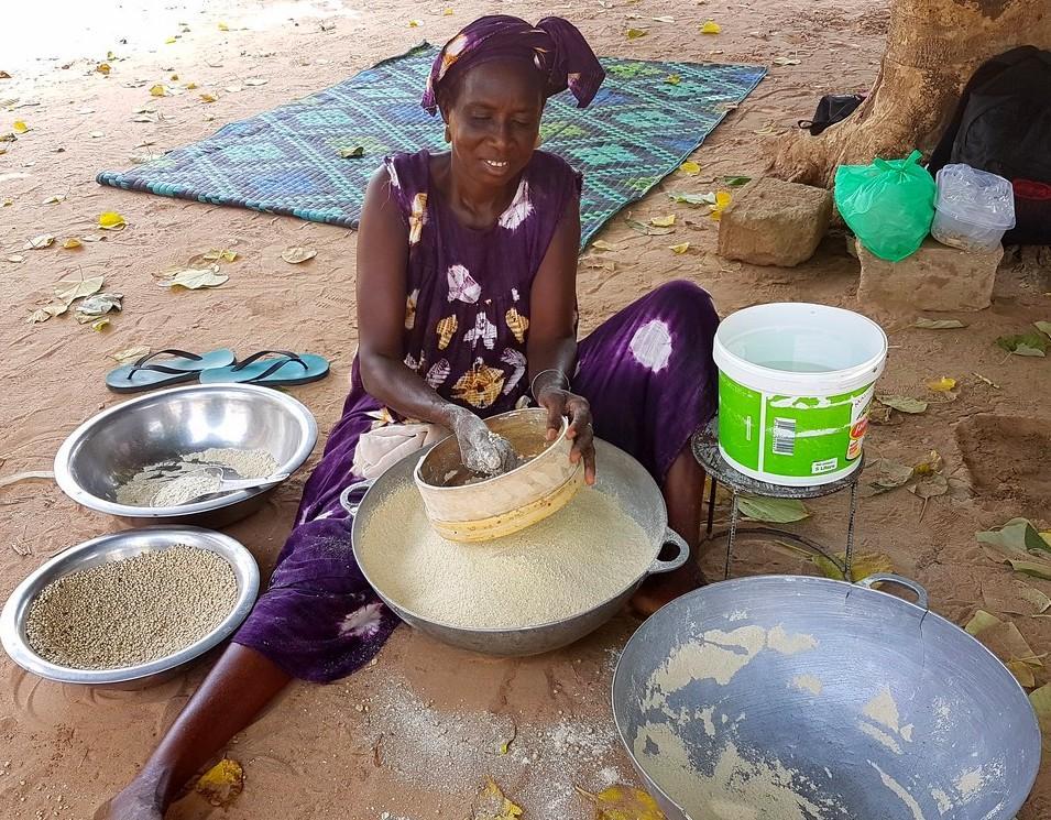 Fabrication de semoule de mil au Sénégal