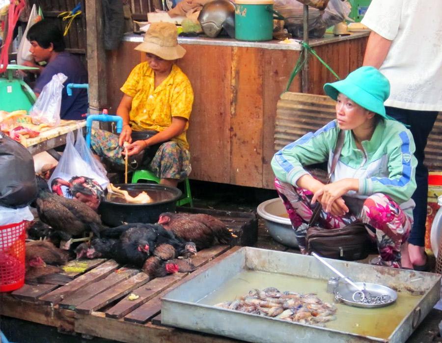 Les pays à revenu moyen ou faible sont moins bien dotés que d'autres pour la mise en œuvre des mesures sanitaires adéquates. Photo : Marché de Phnom Penh, Cambodge © F. Roger, Cirad